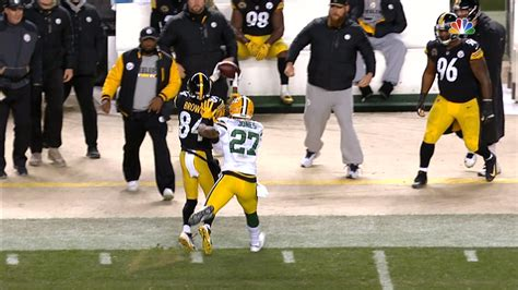 WATCH: Antonio Brown pulls off incredible toe-tap catch on