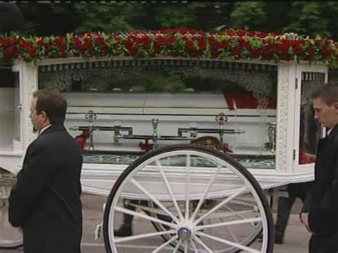 Robin Gibb's family and friends turn out for his funeral